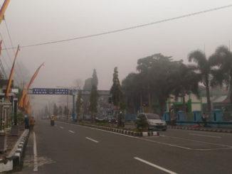 Kondisi kota Lubuk Sikaping diselimuti kabut asap yang sudah mengkhawatirkan.