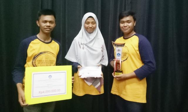 Mahasiswa UNP yang meraih Juara II LDBI.