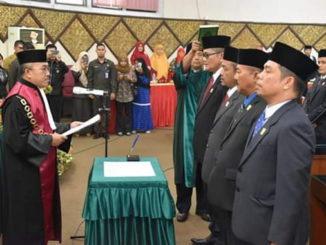 Pelantikan pimpinan DPRD Kota Padang.