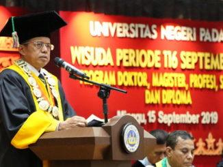 Prof Ganeri saat menyampaikan pidatonya.