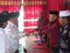 Pusri Amsyi saat mengembalikan formulis pendaftaran ke DPC PDI-P Kota Sungai Penuh.