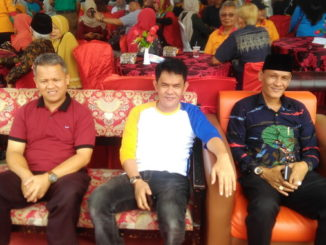 Rusdi Saleh bersama Anggota DPD RI Nofi Candra saat menhadiri Reuni Akbar dan Muber I SMPN 2 Kota Solok.