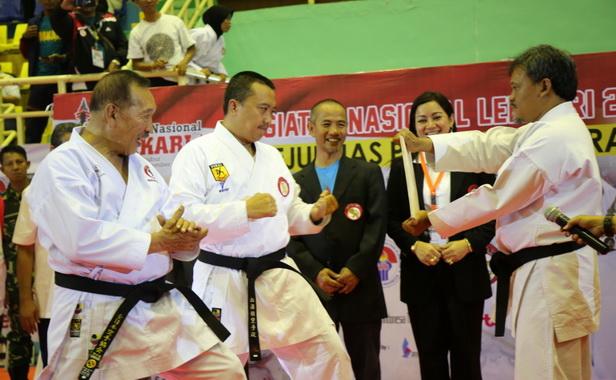 Salah satu atraksi karateka pada Lemkari Award 2019.