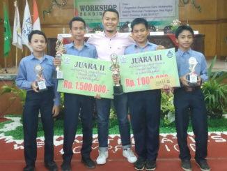 Sebagian siswa yang meraih juara lomba matematika.