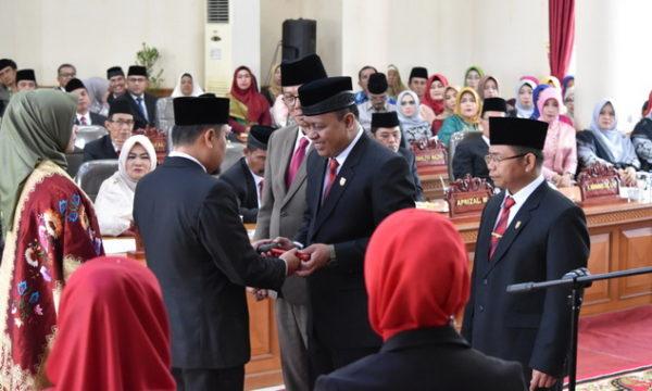 Serahterima pimpinan DPRD Kota Payakumbuh.