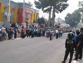 Unjuk rasa mahasiswa IAIN Batusangkar.