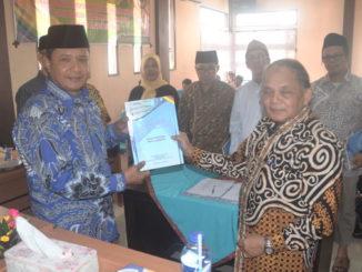 Wabup Zulfadri Nurdin menerima hasil rumusan Duduak Baropok.
