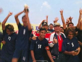 Wagub Nasrul Abit bersama para pemain PS Katapiang.