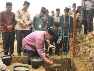 Wagub Nasrul Abit meletakkan batu pertama pembangunan SMK IT Al Izhar.