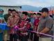 Wako AJB menggunting pita tanda dimulainya Pembangunan Mushalla Al Kausar Air Maro Dusun Air Nik Desa Paling Serumpun Kecamatan Hamparan Rawang.