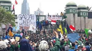 Demo mahasiswa Unand ddi kantor Gubernur Sumbar.