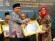 Bupati Yulianto saat menerima Piagam Penghargaan WTP LKPD Tahun 2018.