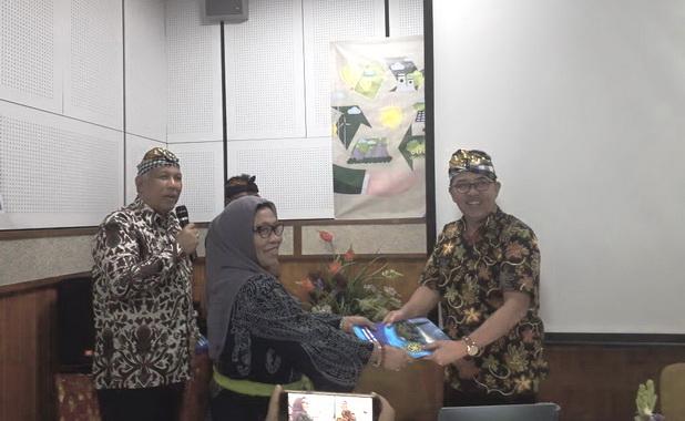 Hadiri Workshop di Univ. Udayana Bali, Indang Dewata Paparkan Kajian Lingkungan Hidup Strategis