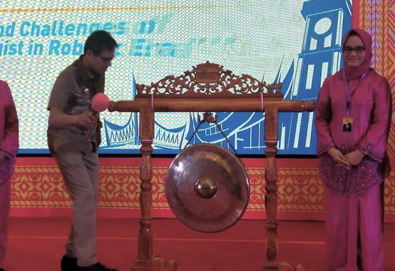Gubernur Sumatera Barat Irwan Prayitno membuka Kongres Nasional XVIII Perhimpunan Dokter Spesialis Patologi Klinik dan Kedokteran Laboratorium Indonesia.