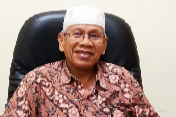 Kepsek SMA PGRI 1 Padang Drs H Letfari Asmi.