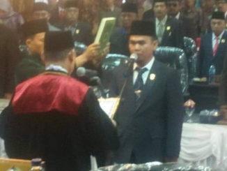 Ketua DPRD Kota Sungai Penuh saat mengucapkan sumpah dan janji.