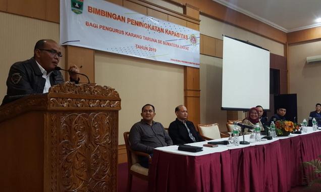 Ketua DPRD Sumbar Supardi saat membuka acara Bimbinagn peningkatan kapasitas pengurus Karang taruna se Sumbar.