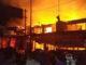 Kobaran api menghaguskan rumah yang berdempetan.