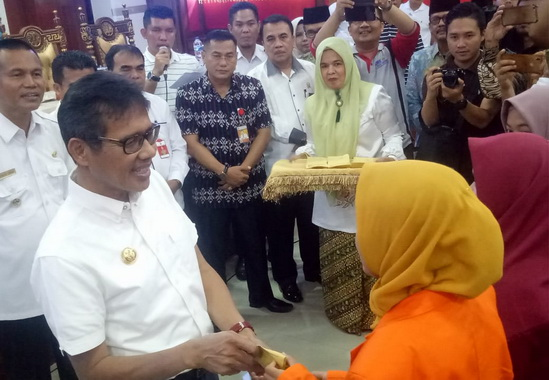 Kunjungan Gubernur Irwan Prayitno ke kota Pariaman.
