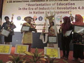 Para Juara Lomba Kreasi Seni Pada acara Forum Pertemuan Ilmiah FIP-JIP di Universiats Negeri Malang.