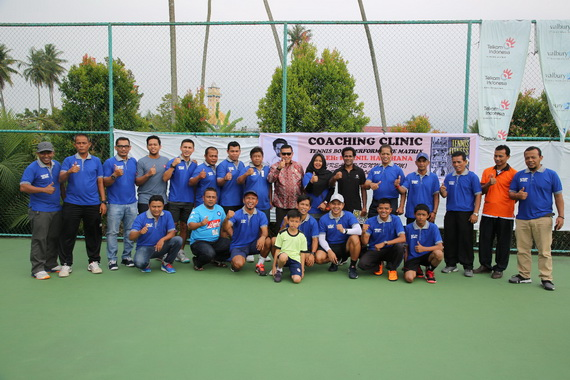 Para pelatih tenis Sumbar yang mengikuti pelatihan.