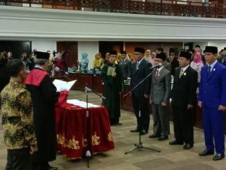 Pimpinan DPRD Sumbar saat pengucaopan sumpah janji