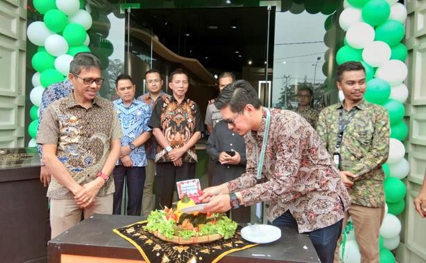 Salah satu prosesi peresmian kantor Grab wilayah Padang.