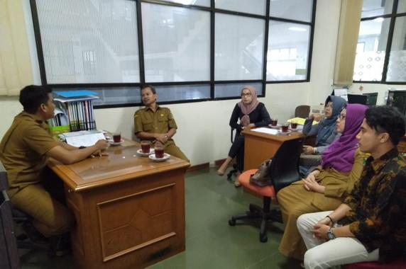 Sharing informasi dengan Humas Layanan Informasi dan Media Dinas Kominfo Kota Pariaman.