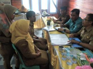 Tim Penilai Transparansi Dana Desa Tingkat Kabupaten Sijunjung tengah melakukan penilaian.