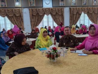 Wagub Nasrul Abit bersama Ketua TP PKK Sumbar.