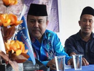 Wahyu Iramana Putra saat mengembalikan formulis ke DPC NasDem Tanah Datar.