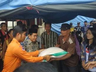 Walikota Sungai Penuh serahkan bantuan buat korban kebakaran di Ondok Tinggi.