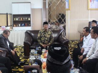 Bupati Gusmal bersama Tim Penilai Tarnparansi Dana Desa Tingkat Prov. Sumbar.
