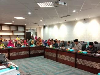 Komisi V DPRD Sumbar saat menerima Guru dan Pegawai Honorer