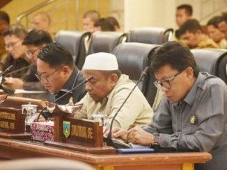 Rapat pleno fraksi Fraksi di DPRD Padang Panjang.