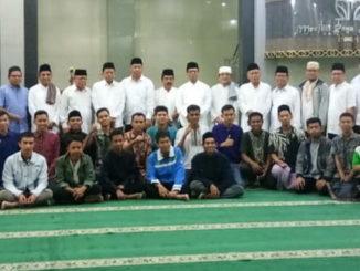 Rektor berfoto bersama jamaah subuh mubarakah