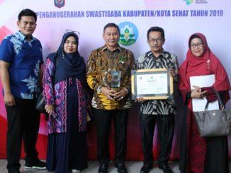 Wako Ramlan Nurmatias usai menerima penghargaan Swasti Saba Wistara.