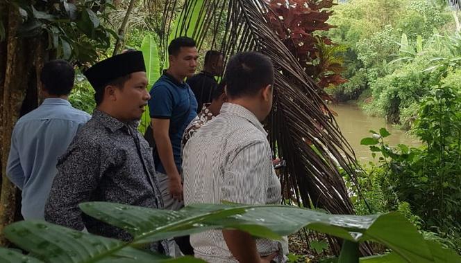 Anggota DPRD Sumbar Hamdanus saat meninjau Batang LumpoPessel belumlama ini