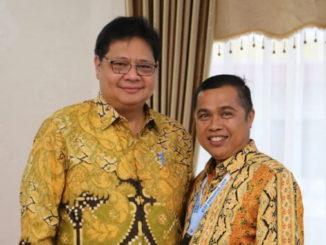 Buyung Lapau bersama Ketum DPP Golkar, Airlangga Hartanto.