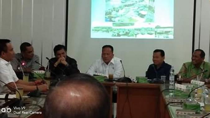 Dengar pendapat di DPRD Kota Padang.