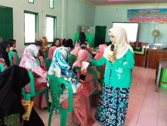 Dr Netrawati saat konseling di Panti Asuhan Kota Pariaman.
