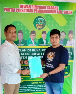 Fauzi Wirman saat mendaftar ke DPC PPP Kab. Solok.