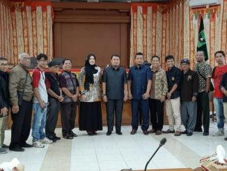 Foto DPRD Payakumbuh bersama wartaman