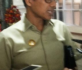 Guburnur Sumbar Irwan Prayitno ketika wawancara dengan awak media usai rapat penanganan dampak dari resiko bencana dikantor gubernur Sumbar Photo Obral Chaniago