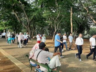 Jalan Santai warga Lengayang di Monas.