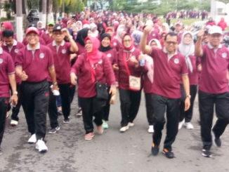 Jalan sehat Dharma Wanita Persatuan UNP