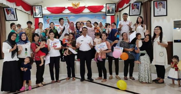 Kadis-Kesehatan-Lahmuddin-Siregar-foto-bersama-peserta
