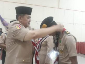 Kakwarda Sumbar, Nasrul Abit emasangkan tanda peserta KMD.