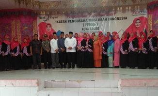 Ketua IPEMI Sumbar Lisda Hendrajoni Resmikan IPEMI Kota Solok