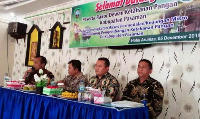 Pemaparan dari nara sumber pada Rakor Dinas Pangan di Arumas Hotel Sawah Panjang.